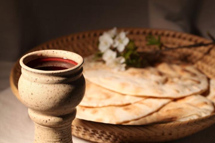maundy thursday passover lamb sacrifice body blood bread wine