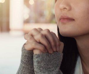woman praying. LWML Lutheran Women in Mission.
